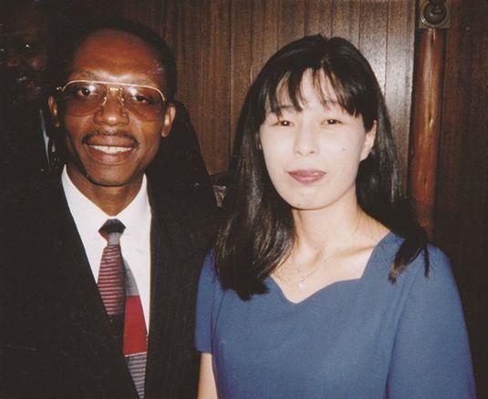写真・図版 : 1996年4月来日したアリスティド大統領と赤坂プリンスホテル(当時)で面会=ハイチ友の会提供