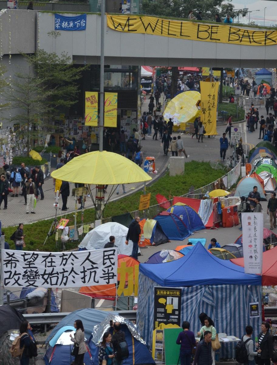 写真・図版 : 香港の官庁街、金鐘を占拠した雨傘運動=2014年12月16日