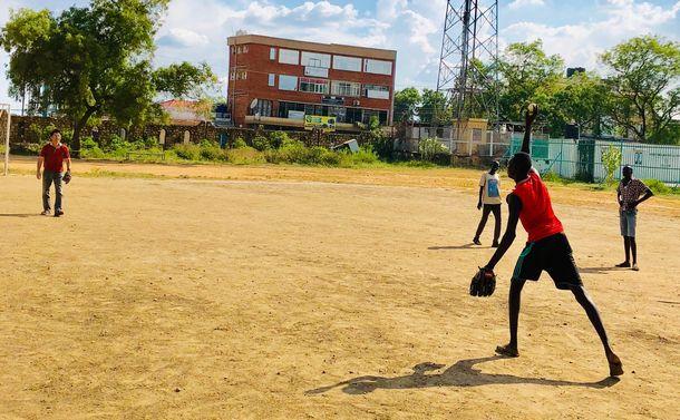 野球を知らぬ南スーダンの若者が投げた衝撃の一球