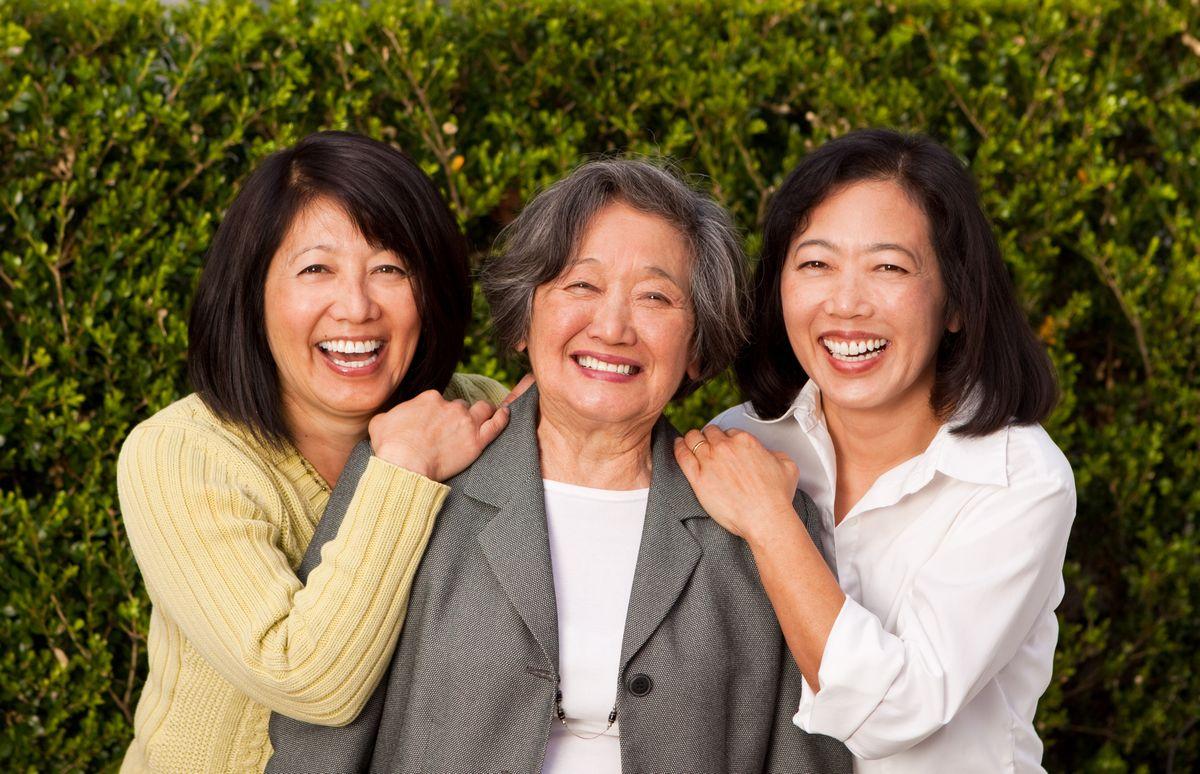 写真・図版 : 「介護の社会化」というものの……  pixelheadphoto digitalskille /shutterstock.com