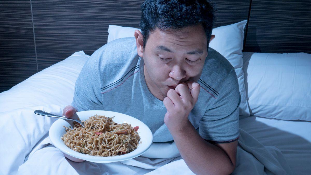 写真・図版 : 40代から50代の将来の生活リスクをどうするのか airdone/shutterstock.com