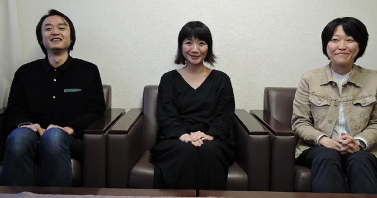 編集部は3人。左から、竹花進さん、編集長・坂上陽子さん、矢島緑さん