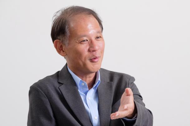 写真・図版 : インタビューに答える東京大学社会科学研究所の宇野重規教授=撮影・吉永考宏