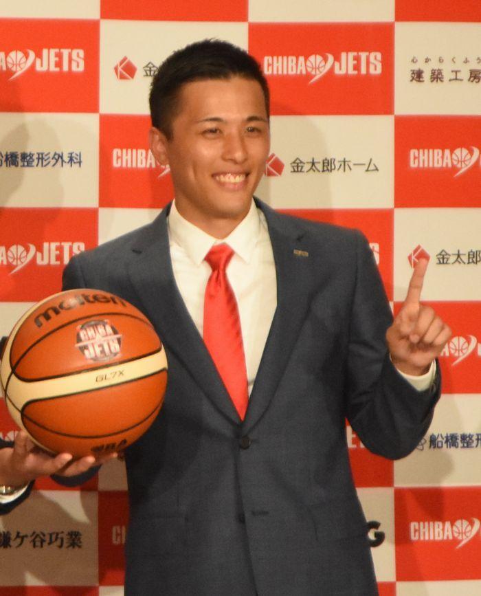 写真・図版 : 日本人のBリーグ選手として初めて基本年俸が1億円を突破した千葉の富樫