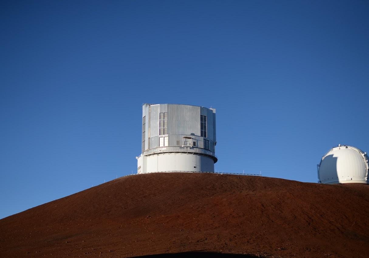 写真・図版 : すばる望遠鏡が建設された後のマウナケア山頂域