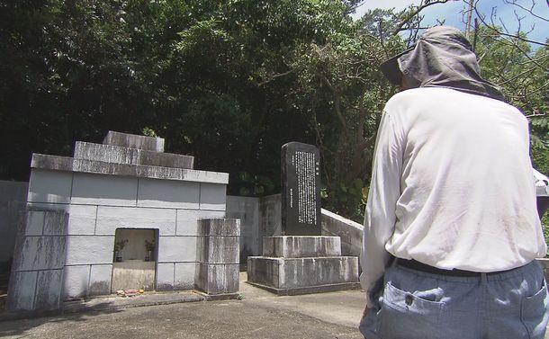 写真・図版 : 親友の墓参り=2015年6月、名護市(琉球朝日放送提供)