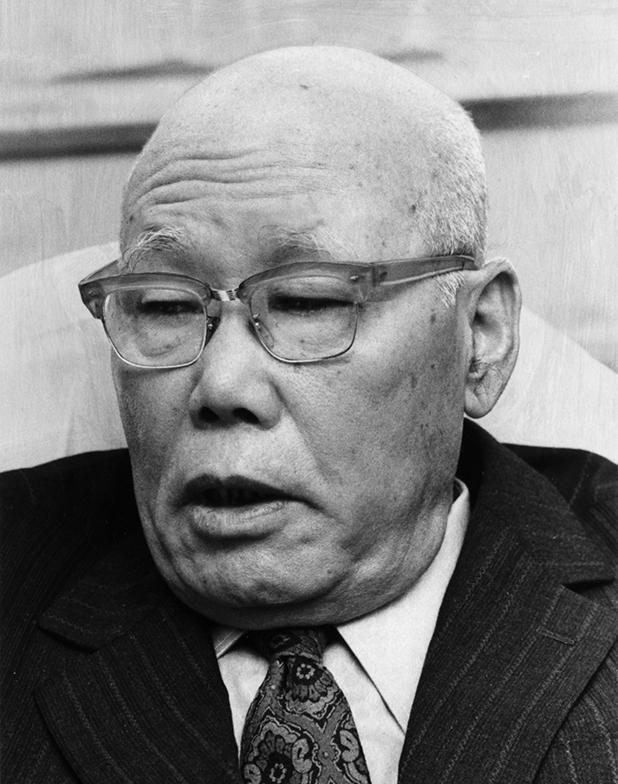 写真・図版 : 大宅壮一氏が「昭和最大の怪物」と評した矢次一夫氏。「協調会」出身で、労使紛争の調停に手腕を発揮した=1977年