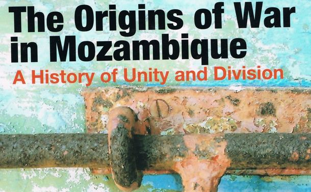 写真・図版 : 筆者の著書「The Origins of War in Mozambique」