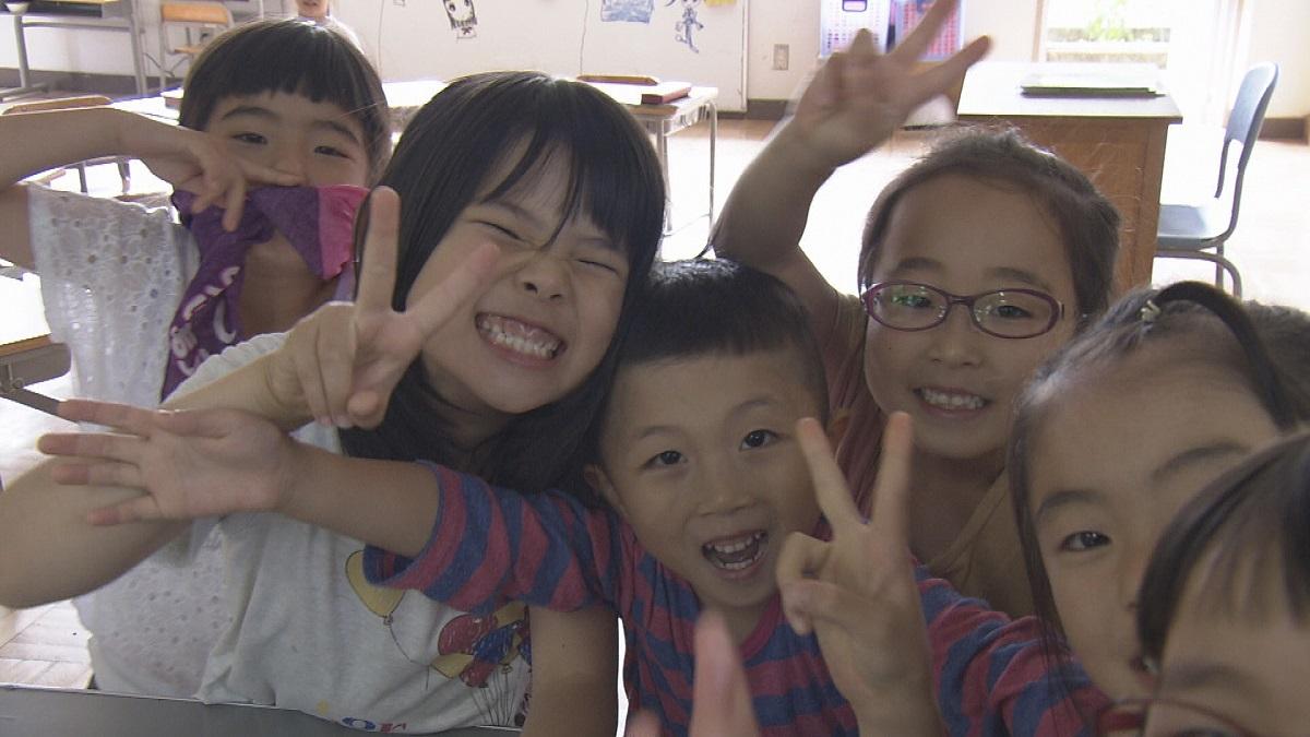 写真・図版 : ETV特集「静かで、にぎやかな世界~手話で生きる子どもたち~」から=NHK提供