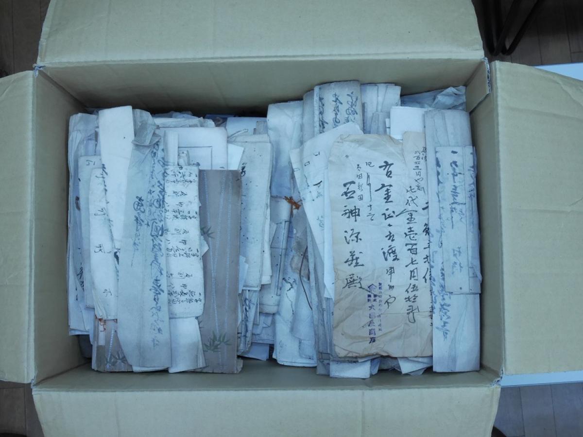 写真・図版 : 貴重な古文書が散逸の危機にある=西村慎太郎さん提供