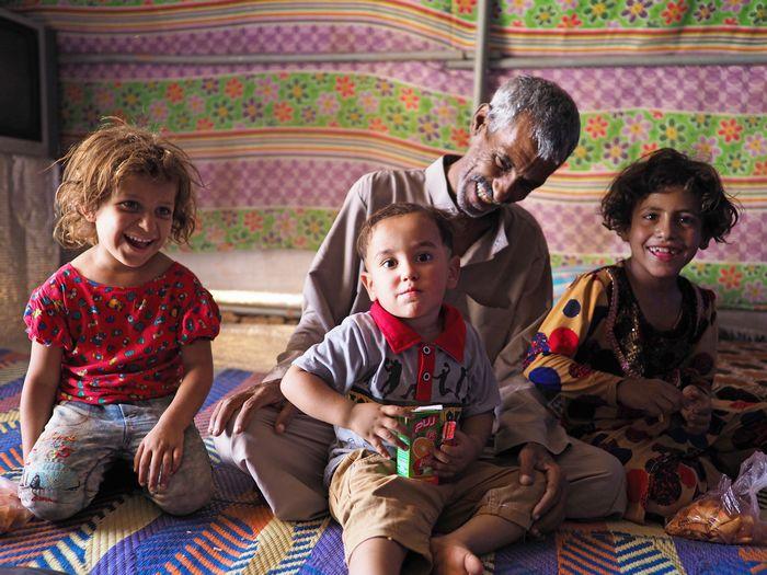 写真・図版 : 2018年9月、イラク北部クルド人自治区内の国内避難民キャンプ。ISによる被害やその後の奪還作戦などで家を追われた人々のうち、いまだ約180万人が避難生活を送っている(写真は筆者撮影)