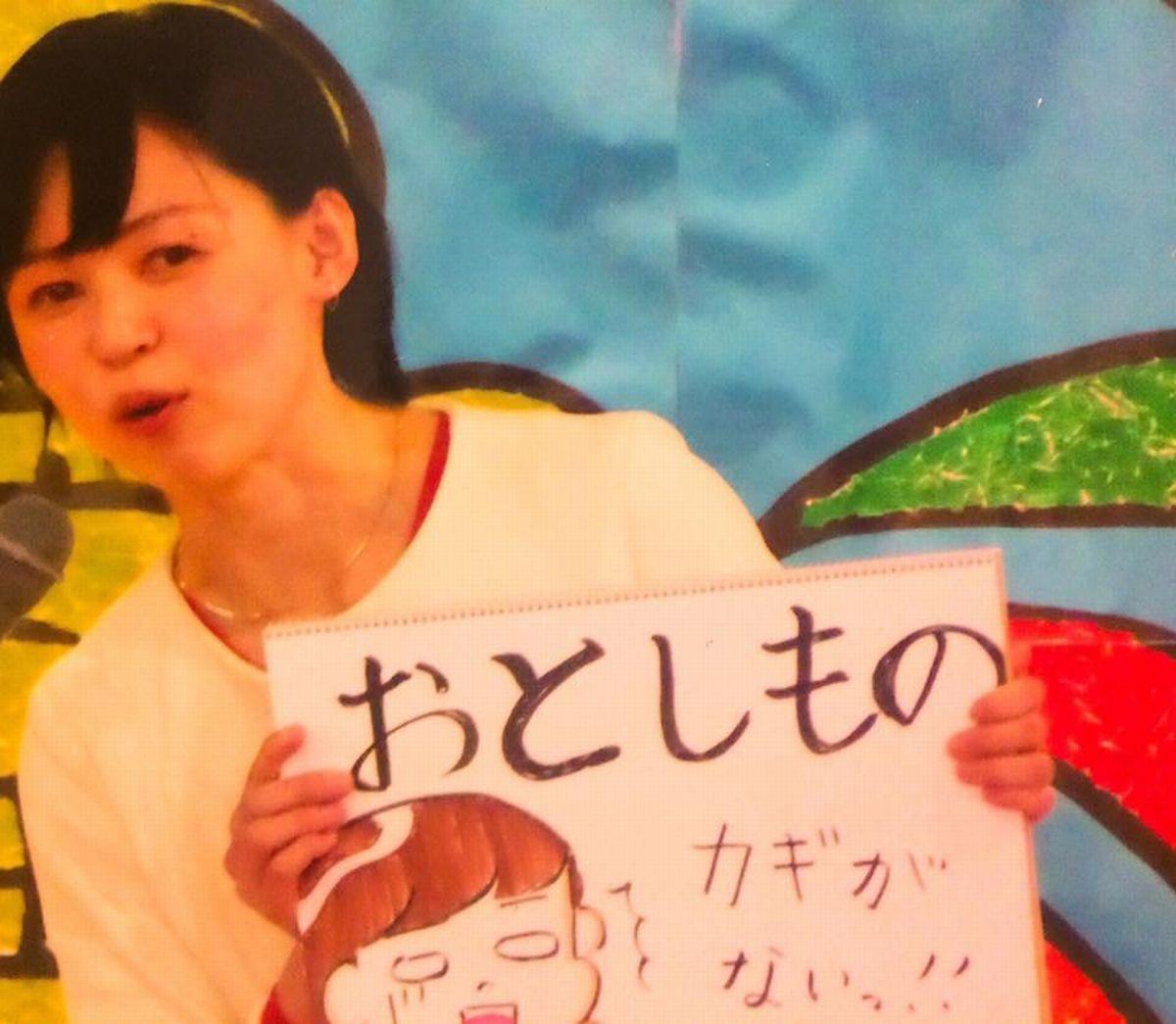 写真・図版 : 雨野千晴さんは、小学校の離退任式で、全校児童の前で自分のことを説明した=雨野さん提供