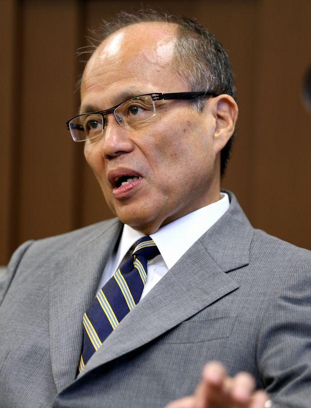 写真・図版 : 小松一郎・内閣法制局長官=2013年8月26日