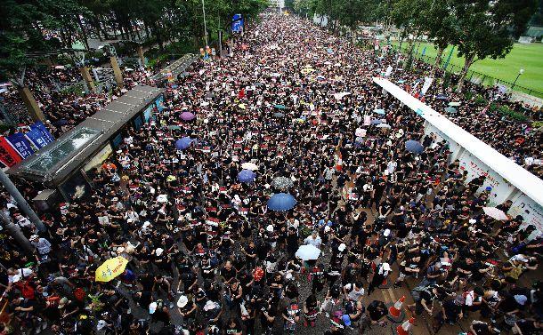 香港200万人デモにお母さんたちが参加したわけ