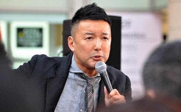 写真・図版 : 「反緊縮」を唱える山本太郎議員は遊説で、MMT理論は「現代の必読書」であると訴えている
