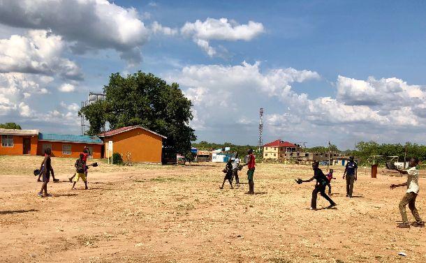 酷暑の南スーダンで野球らしきものへの第一歩が