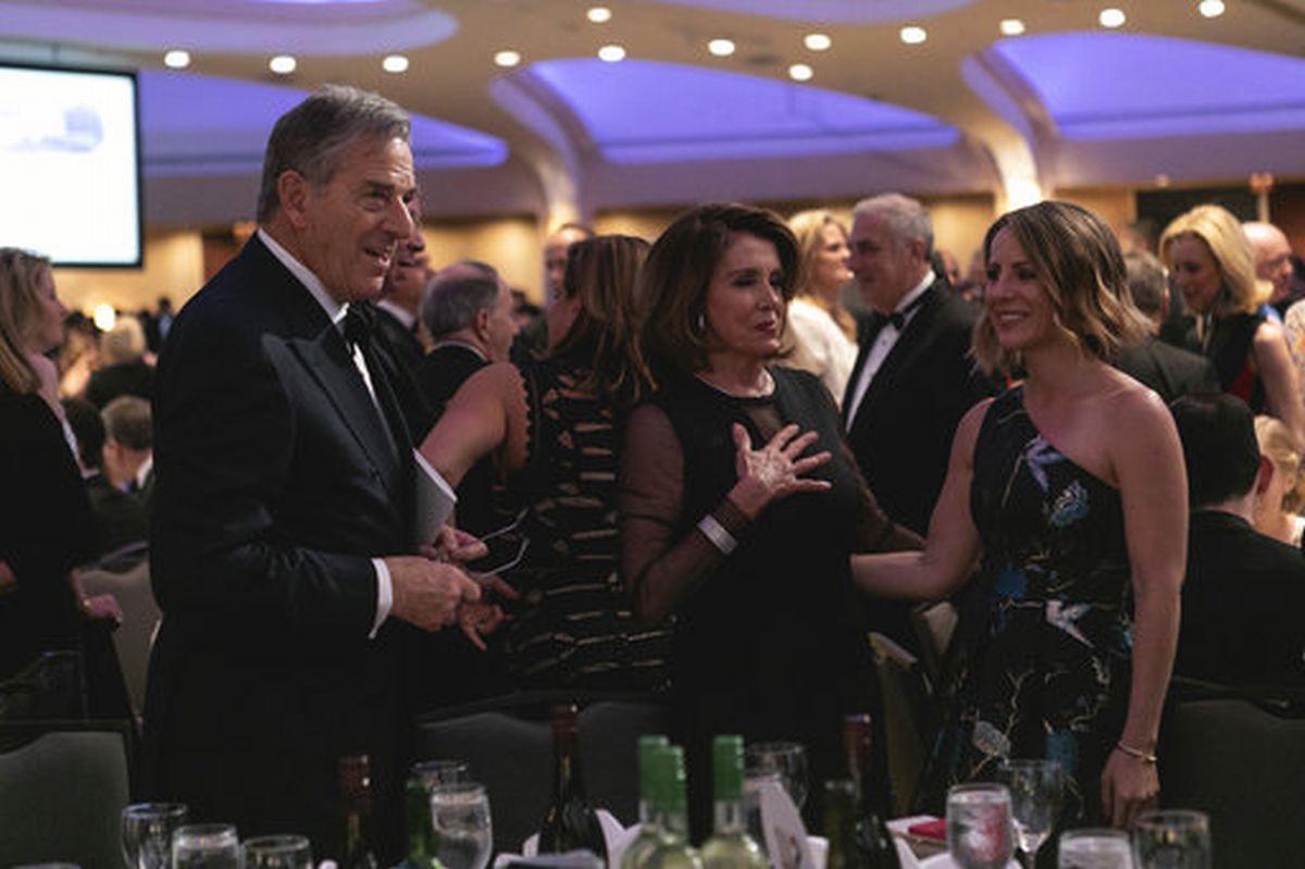 写真・図版 : ワシントンDCのワシントンヒルトンで開催されるホワイトハウス特派員協会の晩餐会=2018年4月28日、AP