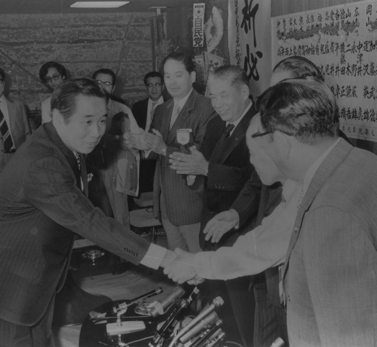 写真・図版 : 自民党から参院選全国区に立候補、トップ当選した元NHKアナウンサーの宮田輝=1974年7月8日
