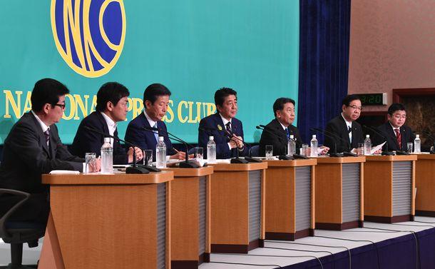 写真・図版 : 党首討論会で、意見を述べる各党の出席者=2019年7月3日午後、東京都千代田区