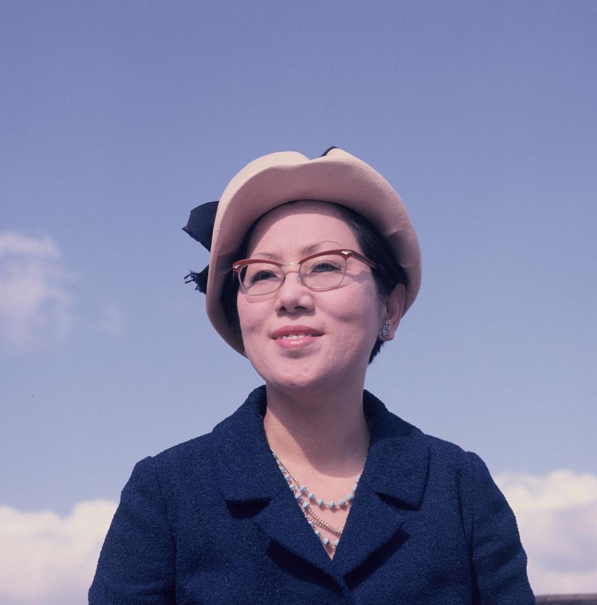 写真・図版 : 小説『白い巨塔』が単行本として刊行された頃の山崎豊子=1965年9月24日
