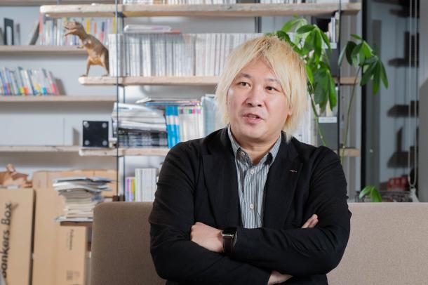 写真・図版 : ジャーナリストでメディアアクティビストの津田大介さん=撮影・吉永考宏