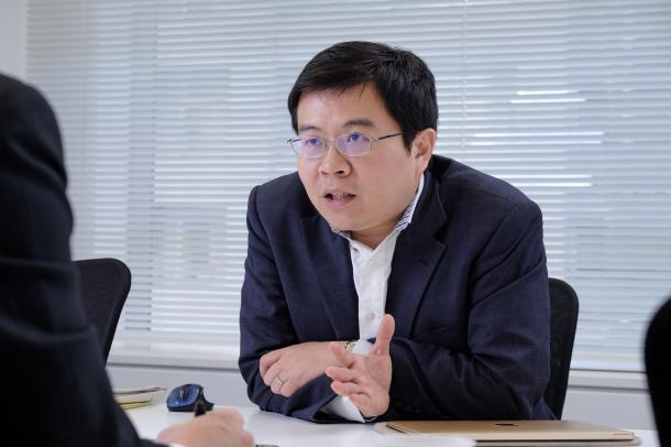 FIJ理事兼事務局長で弁護士の楊井人文さん=撮影・吉永考宏