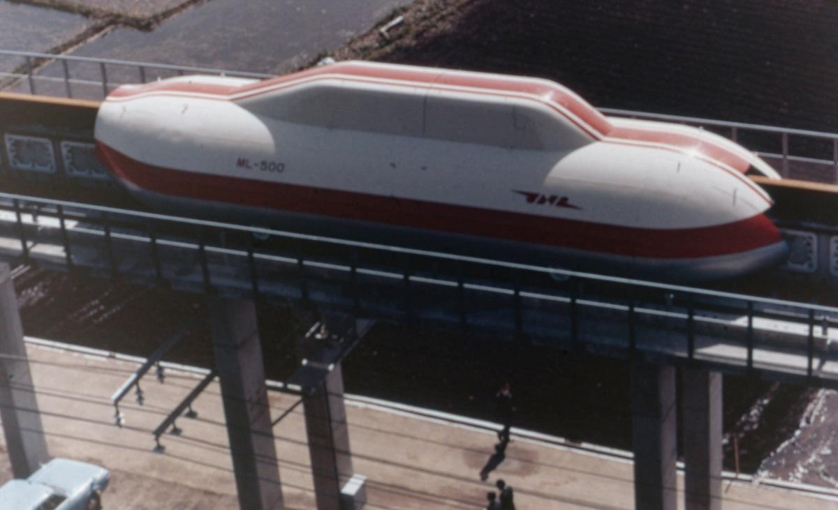 宮崎リニア実験線で走行試験を重ねた無人実験車「ML500」=1977年、宮崎県日向市