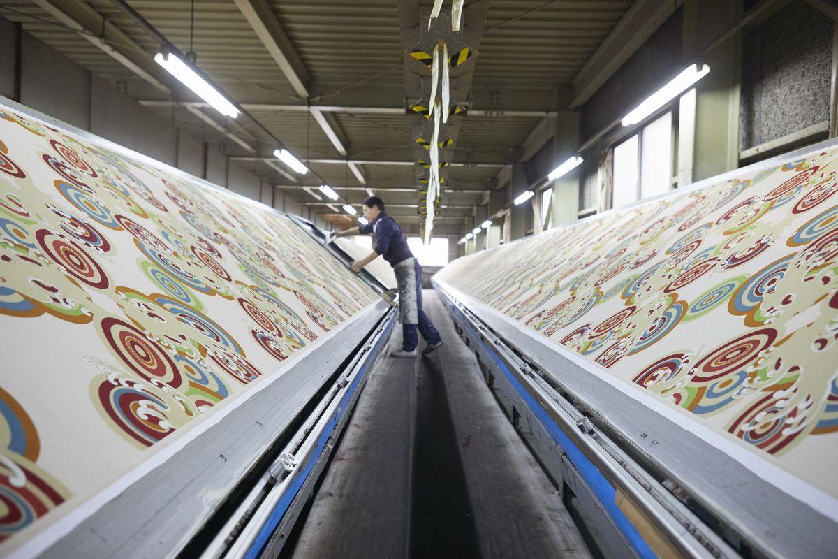 写真・図版 : 亀田富染工場の日常風景=筆者提供