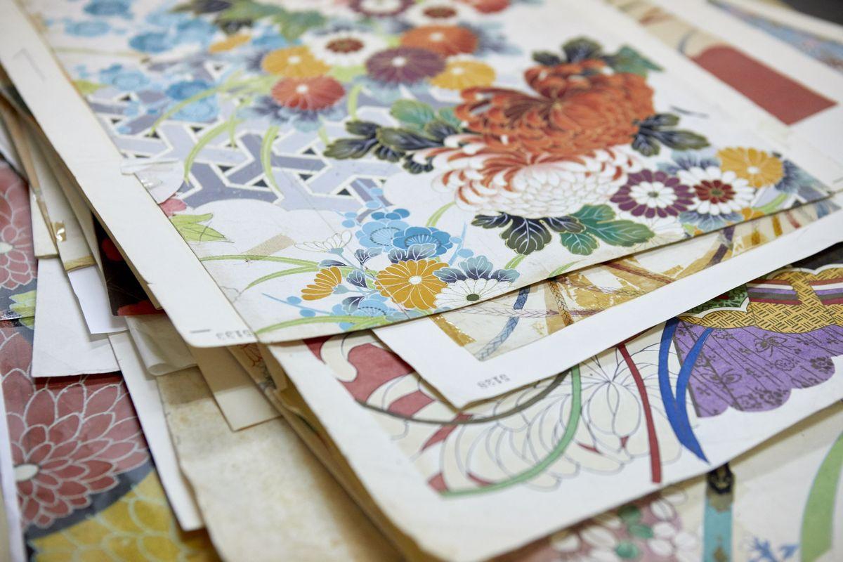 写真・図版 : 亀田富染工場に伝わるデザイン画=筆者提供