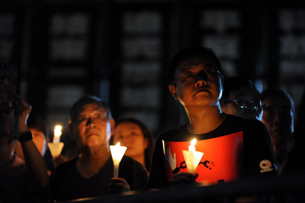 写真・図版 : 香港・ビクトリア公園で開かれた天安門事件30周年の追悼集会=2019年6月4日