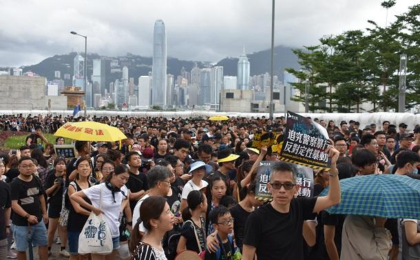 写真・図版 : 逃亡犯条例撤回を求めるデモ=2019年7月7日