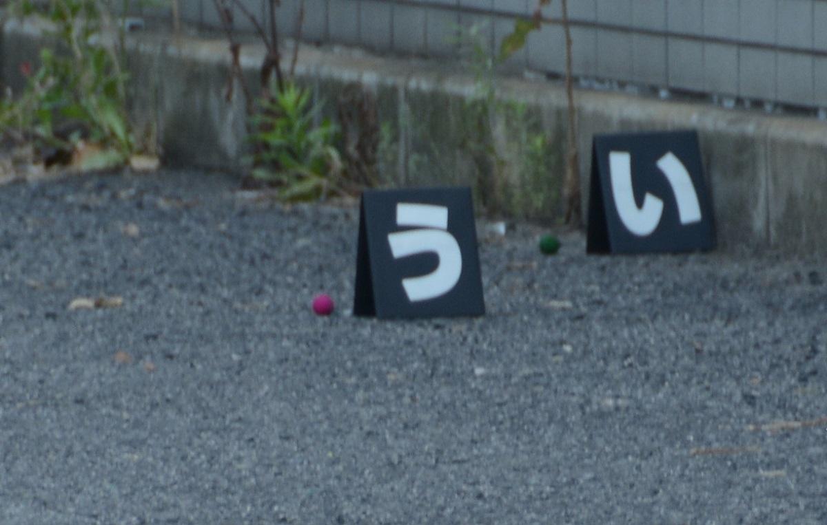 写真・図版 : 現場に残されていた煙玉=2019年6月28日、大阪市住之江区