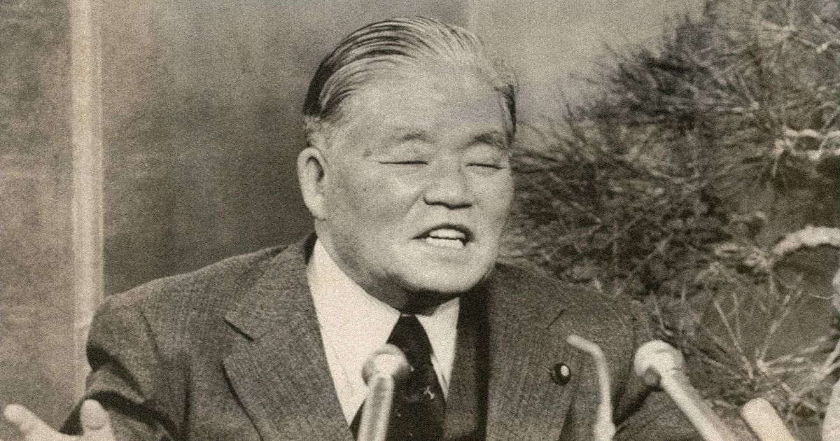 写真・図版 : 記者会見する大平正芳首相=1978年12月28日