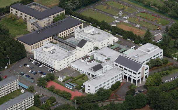 写真・図版 : 在留資格のない外国人らが収容されている東日本入国管理センター=茨城県牛久市