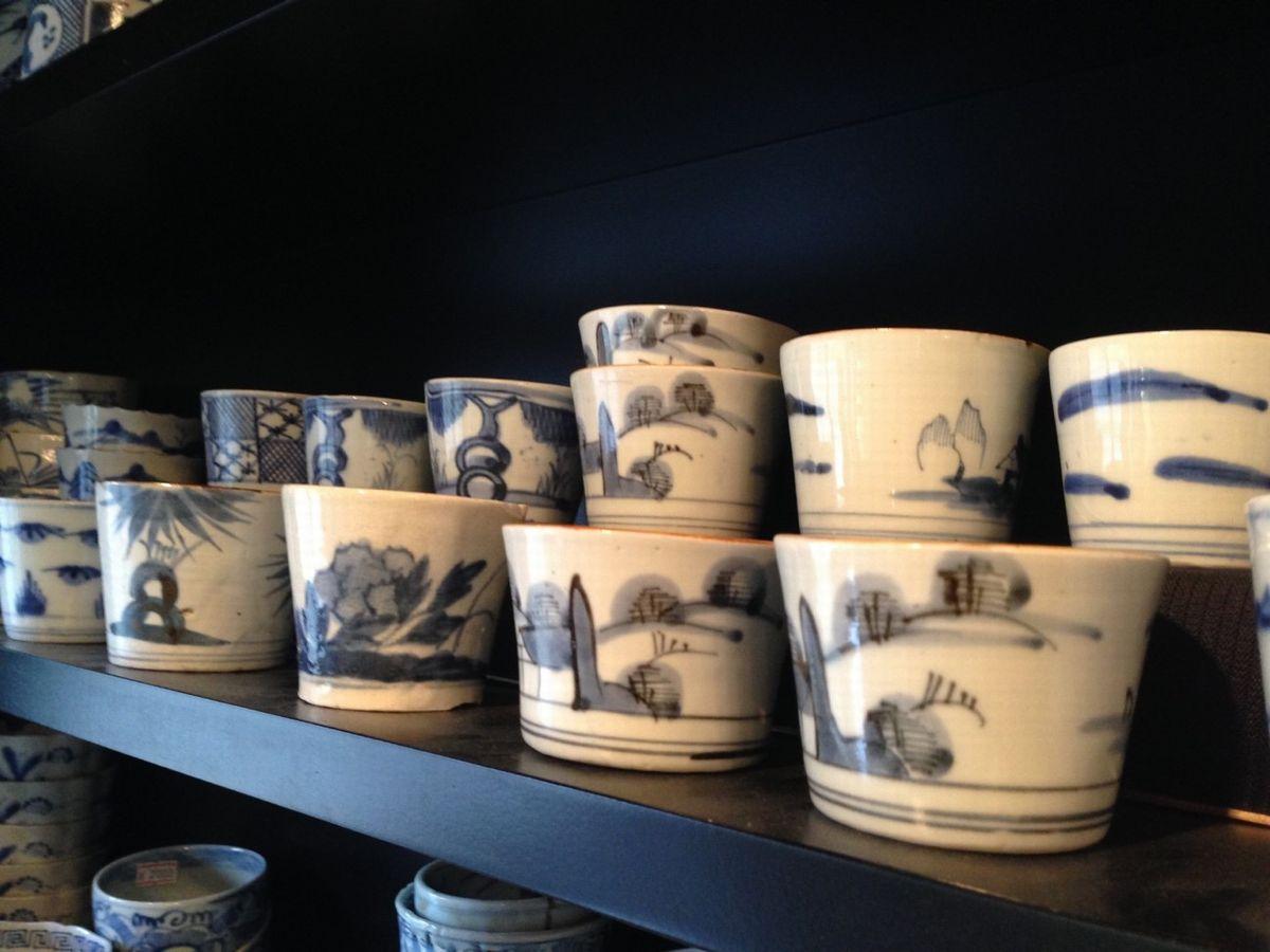 写真・図版 : 江戸時代後期から明治初期のアンティークのそば猪口は選ぶのも楽しい=南雲朋美さん提供