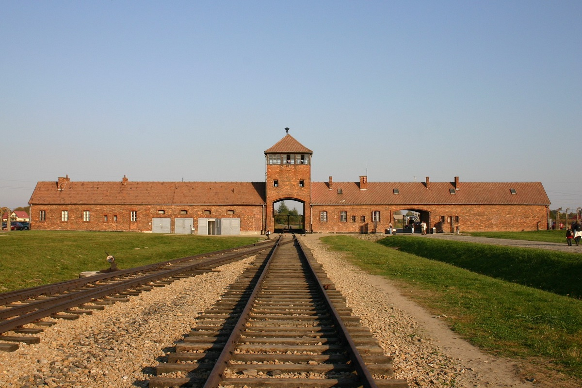 写真・図版 : ポーランドにある「アウシュヴィッツ=ビルケナウ強制収容所」=筆者撮影
