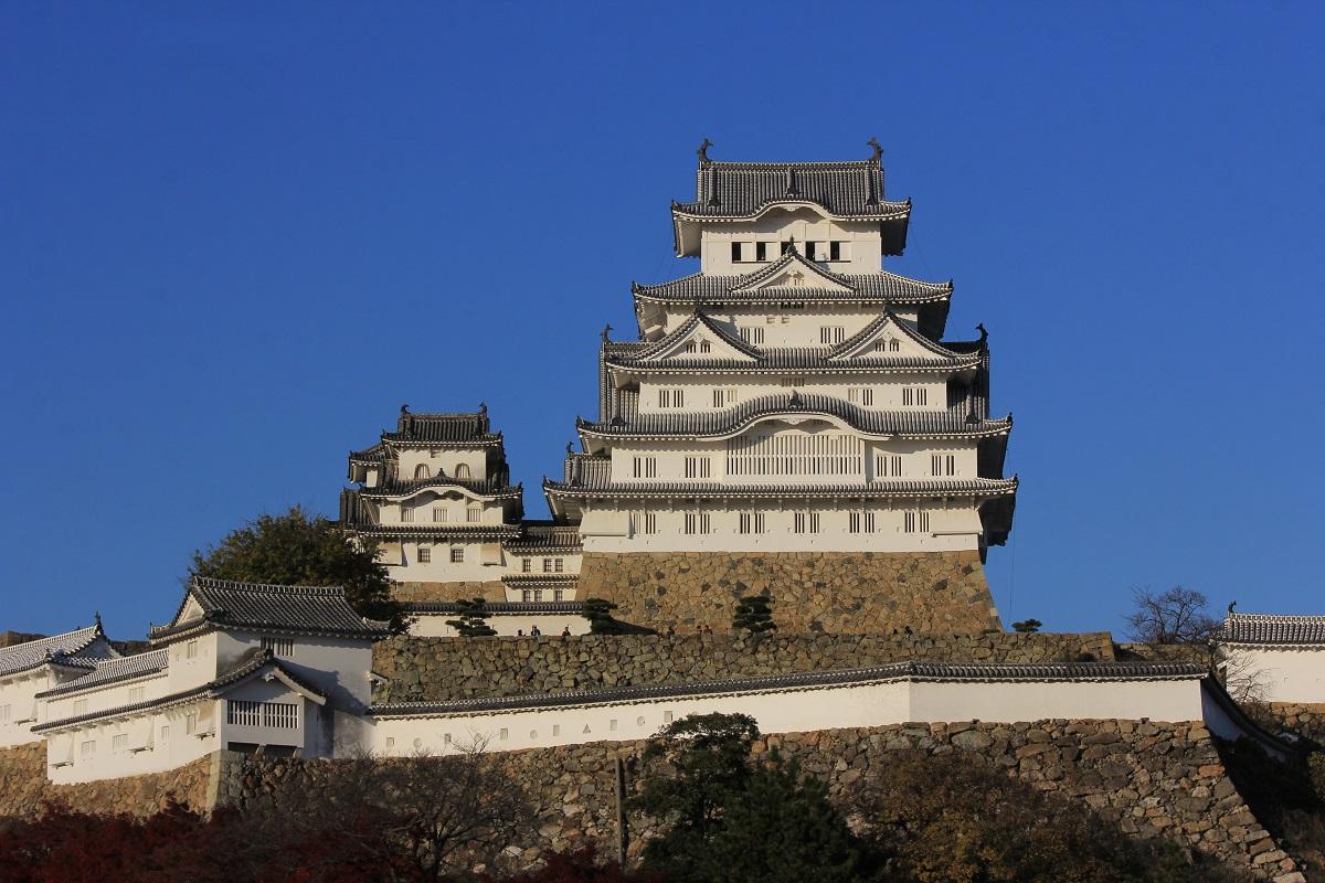 写真・図版 : 彦根城が世界遺産になれないのは美しすぎる「姫路城」のせい=筆者撮影
