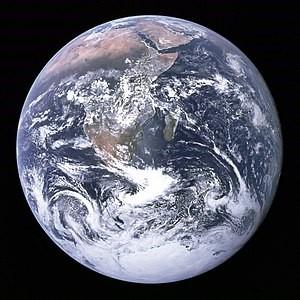 写真・図版 : アポロ17号が撮影した「ザ・ブルー・マーブル」=NASA