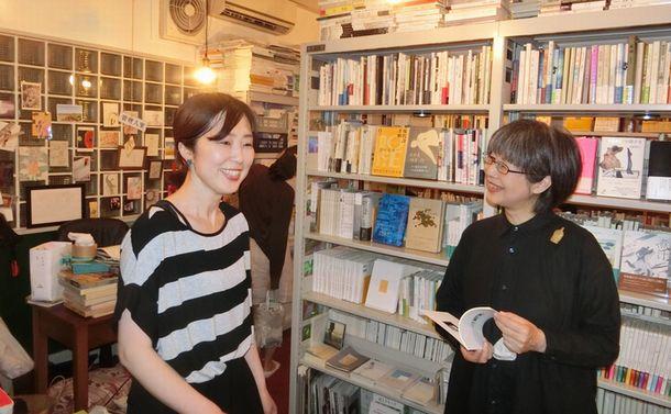 出版社が一目置く大阪の詩歌専門書店・葉ね文庫