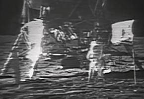 写真・図版 : ビデオ「Restored Apollo 11 Moonwalk」