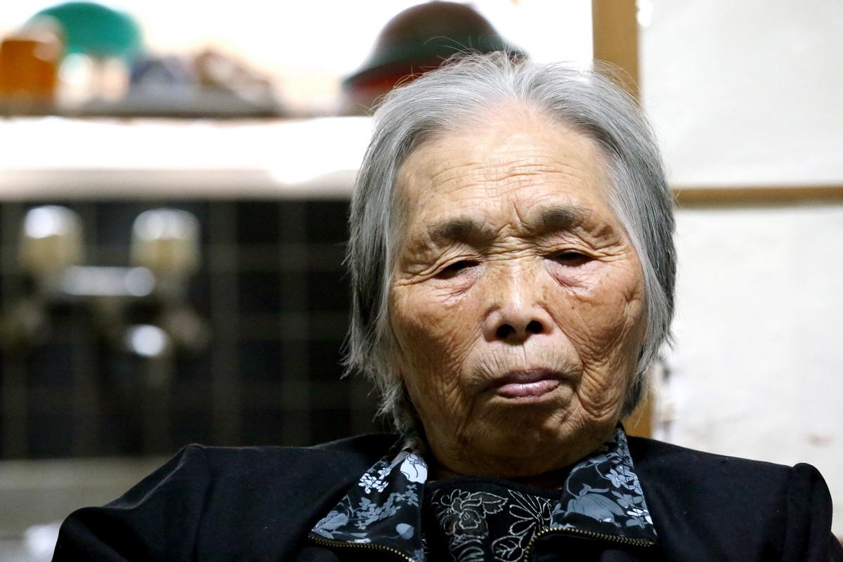 写真・図版 : 大崎事件で服役、無実を訴え続ける原口アヤ子さん=2012年12月28日