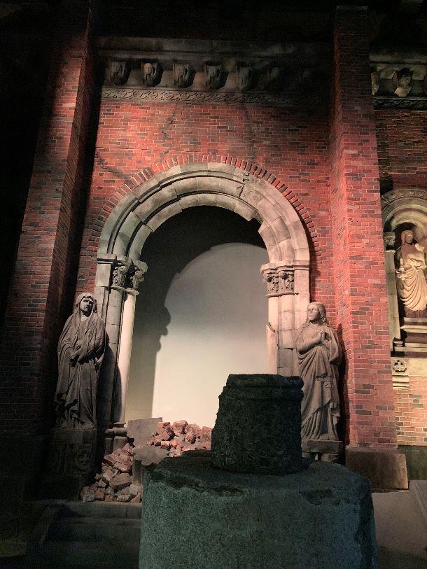 写真・図版 : 長崎原爆資料館にある被爆当時の浦上天守堂のレプリカ=高橋浩祐撮影