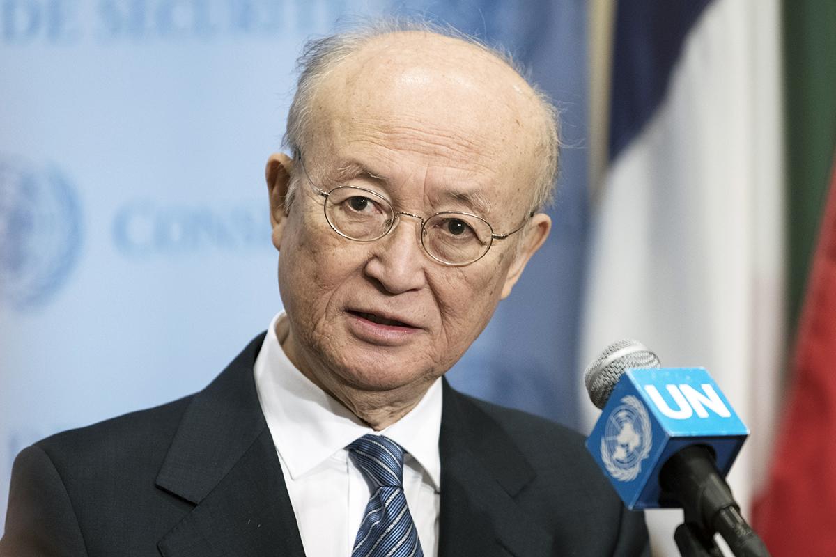 写真・図版 : 国連本部で今年4月、取材に応じる天野之弥事務局長=国連提供