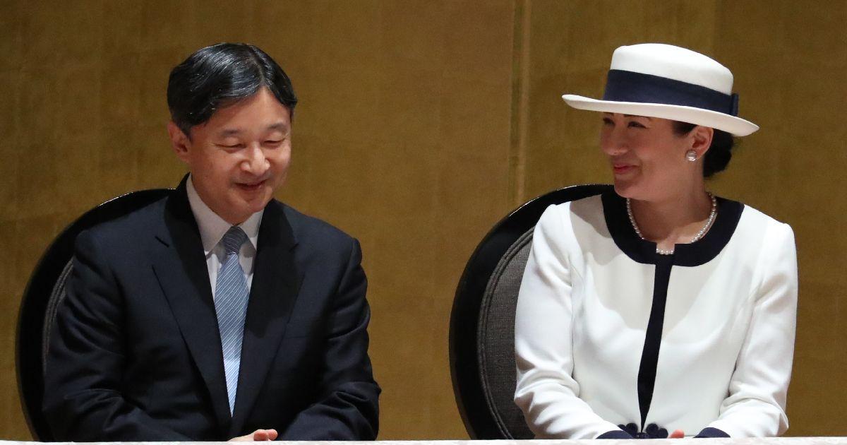 写真・図版 : 国際シンポジウムに出席した天皇、皇后両陛下=2019年7月29日、横浜市