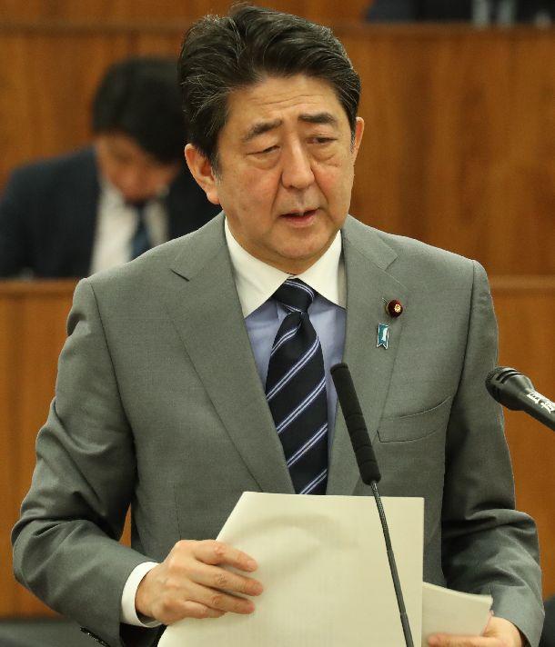 写真・図版 : 安倍晋三首相=2019年3月20日、国会