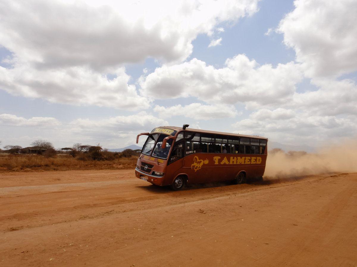 写真・図版 : イメージ写真 Authentic travel/shutterstock.com