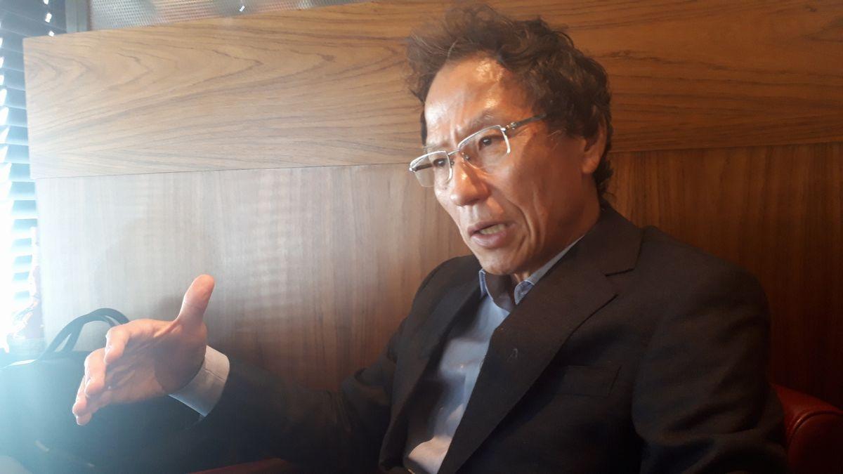 写真・図版 : インタビューに応じる姜尚中氏=7月26日。藤田撮影