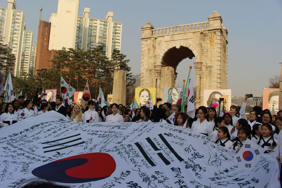 写真・図版 : 今年は3・1独立運動から百年。3月1日、日本の植民地時代に独立運動家らが捕らえられていたソウルの西大門刑務所の跡で記念集会があった=朝日新聞社