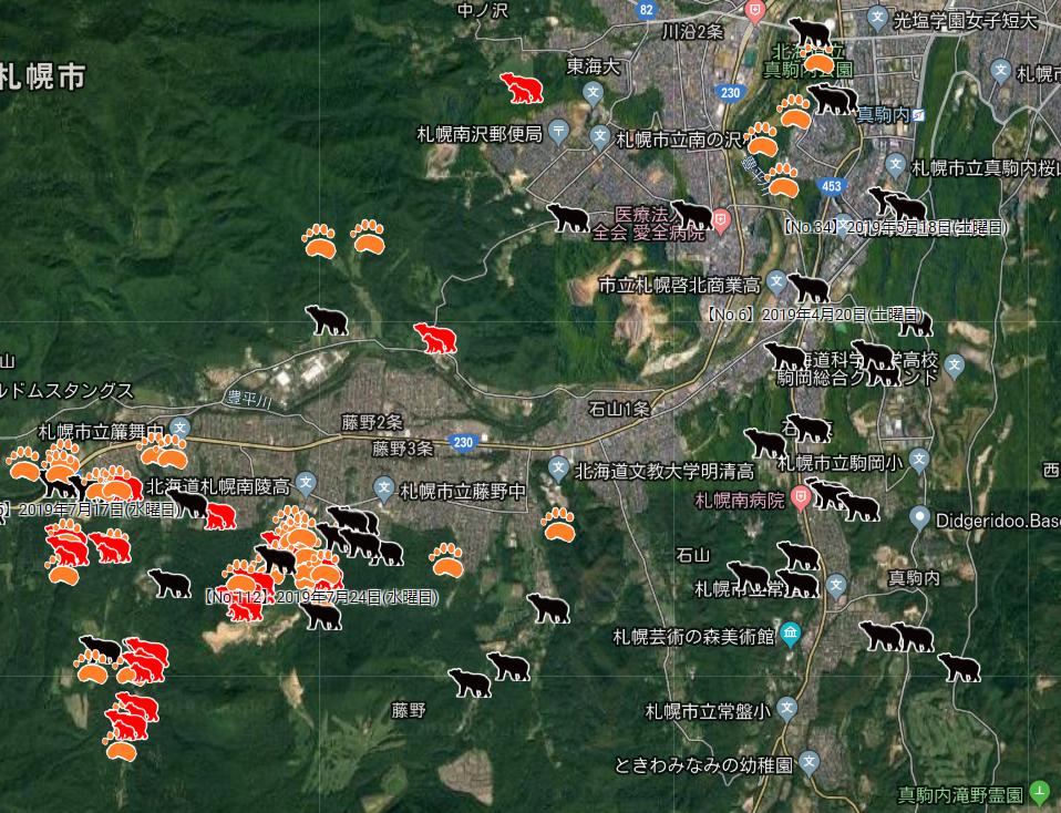 写真・図版 : 図1 札幌市南区のヒグマ出没情報より。黒は目撃、赤は親子連れの目撃、オレンジは足跡発見。地下鉄真駒内駅付近を含む、森に隣接する市街地での出没が常態化している。