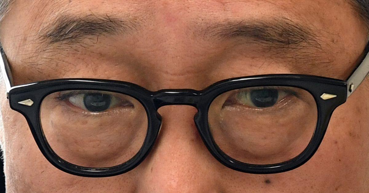 写真・図版 : インタビュー中の佐野史郎さん=6月20日、東京・南青山。朝日新聞社